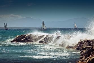 sailing-boat-2550147_1920